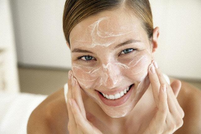 Como esfolilar a pele do Rosto