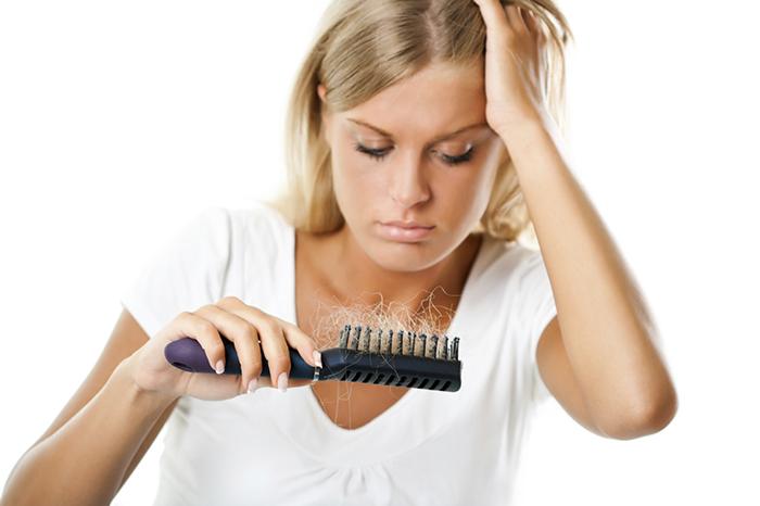erros-que-faz-o-cabelo-cair
